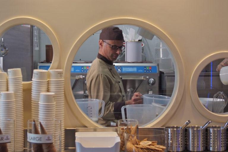 gelatiere at work, gelato making